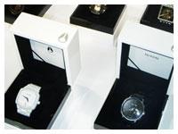 nixon|ニクソン時計・小物・アパレル、レディース商品等も各種取り扱い